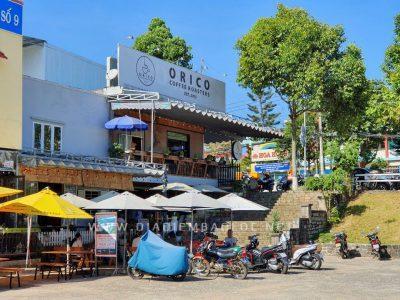 Quán nằm cạnh bờ hồ Đồng Nai( Bảo Lộc)