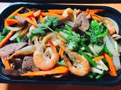 Phần lớn rau củ quả dùng trong các món ăn đều là từ nhà trồng mang ra