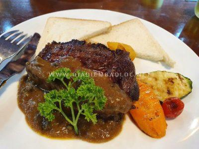 Nomad's Corner beef steat bao loc(19)