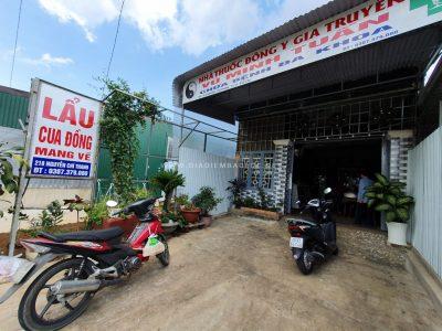 Quán nằm gần cuối Đường Nguyễn Chí Thanh, đối diện cây xăng